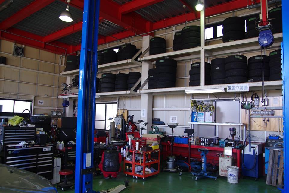 CAR CON.[カーコン]の車検修理整備工場の様子